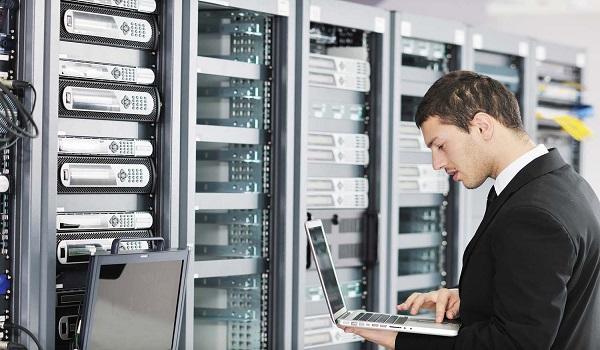 Doanh nghiệp nên chọn đơn vị cung cấp dịch vụ có hệ thống an ninh 24/7, được hỗ trợ trực tiếp khi có sự cố