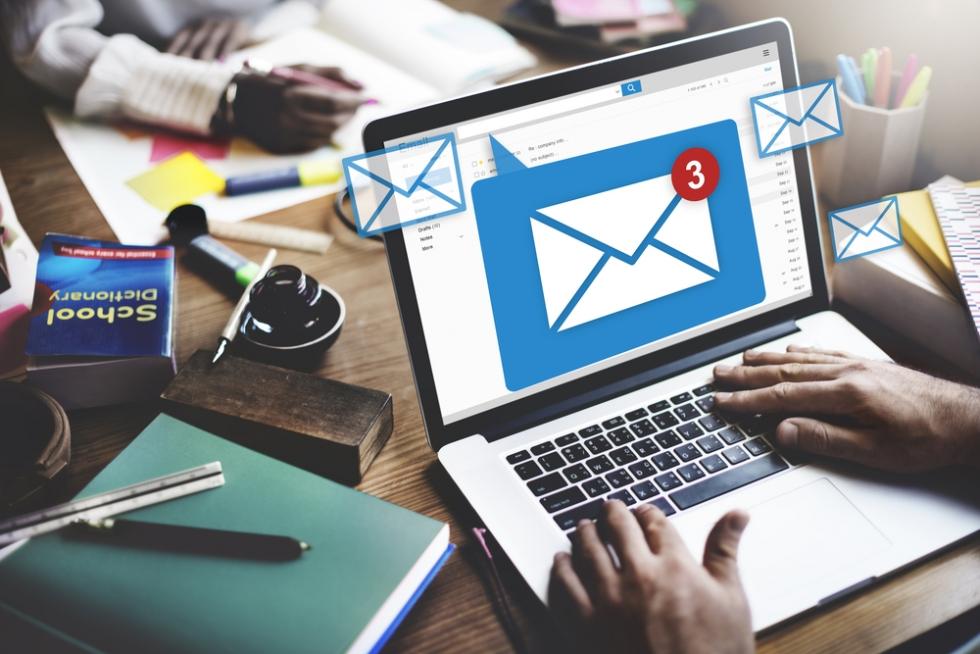 Email theo tên miền